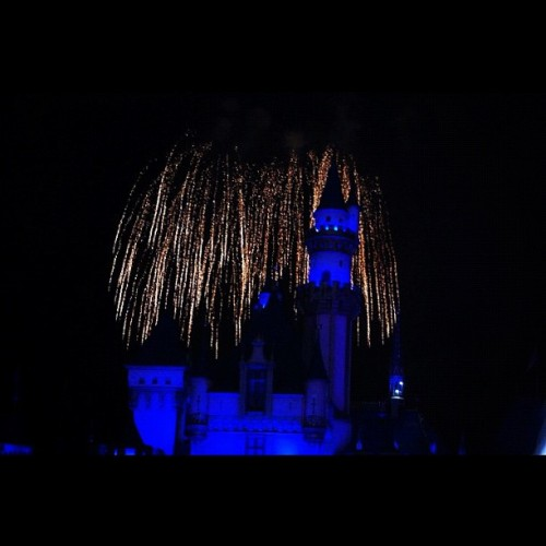 #disneyland #fireworks #night #dark #castle #nikon #d40 #slr #dslr #camera #socal #la #losangeles #disney #summer #2010 #blue #july  (Taken with instagram)