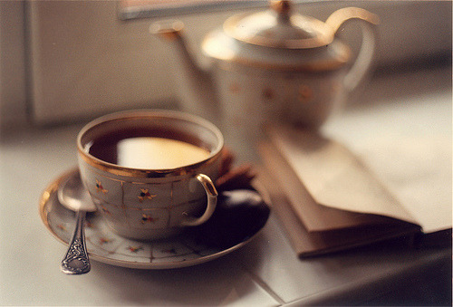 books-and-coffee-lover:   Tea morning | by © tarandro | via atomos  ♡
