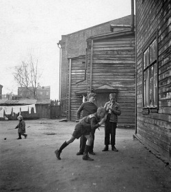 aus-der-traum:  Some kids in a street of Moscow -1939.