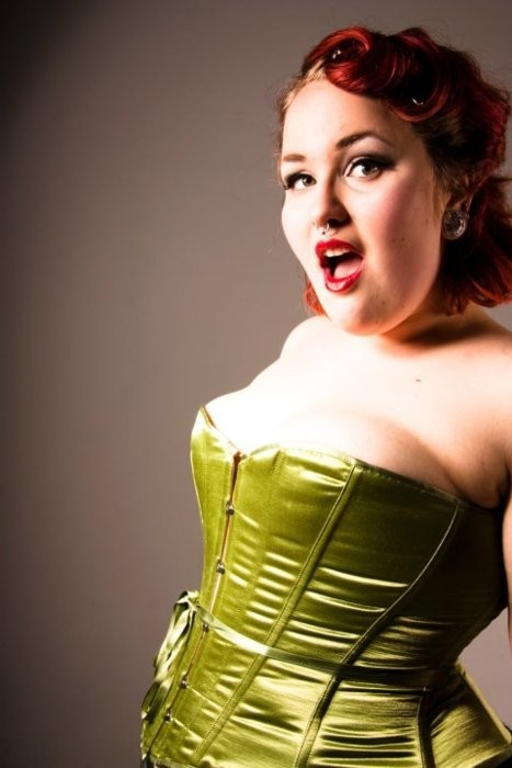 fromlindleywithlove:  lovely curvy pin-up (via Body positive / Frocks and Frou Frou)