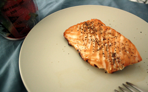 Quick lunch in bed: 3.5oz broiled salmon & 1 cup of strawberriesAKA my re-up on protein and vitamins B12, C & D.