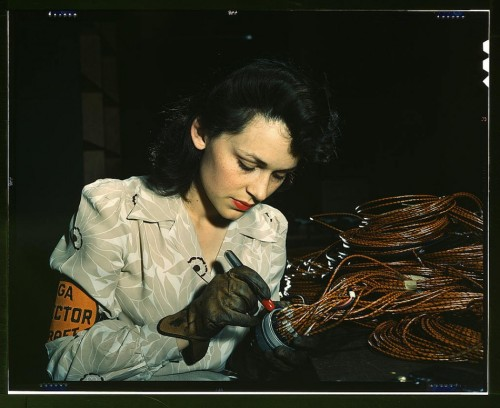 zizzerzazzerzuzz:  A woman aircraft worker in Burbank, California, between 1939 and 1944.