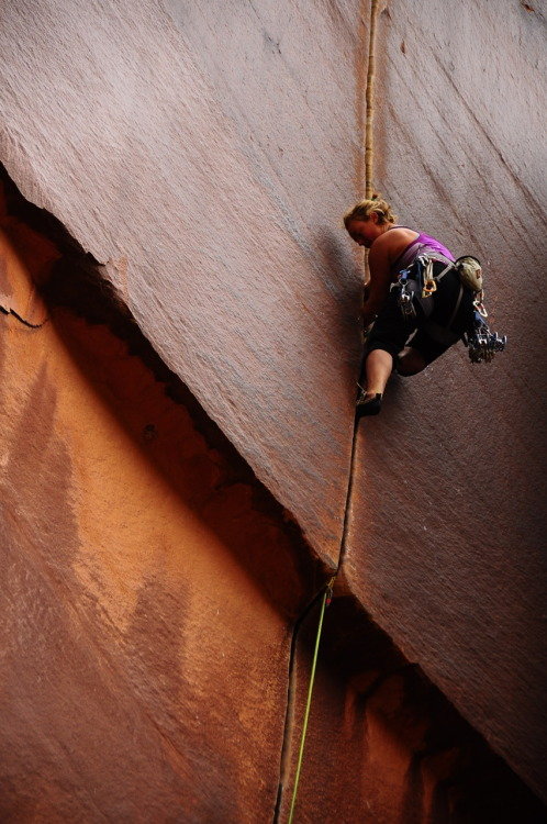 danceofthewoo:  anne. supercrack, 5.10. indian creek, utah. october 2011.