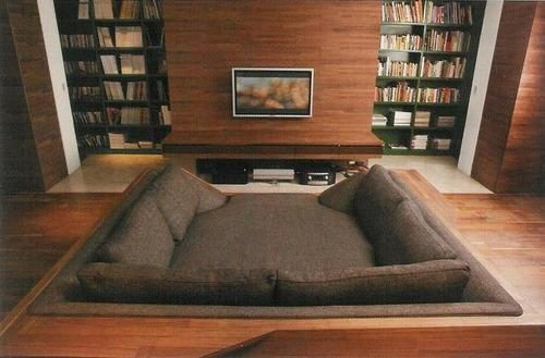 artfulallycat:  I NEED one of these… it is a reading pit! I WILL HAVE ONE OF THESE IN MY HOUSE!  READING. PIT. O_O