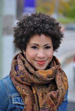 afrocentricmiss:  love the makeup and scarf combo.