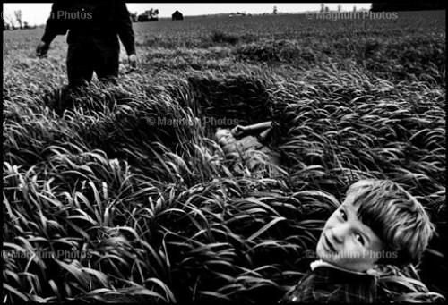via Magnum Photos: The Mennonites. Larry Towell, Magnum Photos. 1995.)