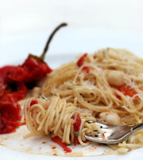 fantasticedibles:  Scallop Spaghetti with Roasted Sweet Pepper Recipe