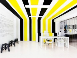 (via Masque Spacio Model Agency by Ana Hernández Palacios > Office Design Gallery)