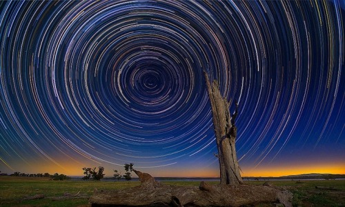 mofgimmers:  Amazing star-trails [via]