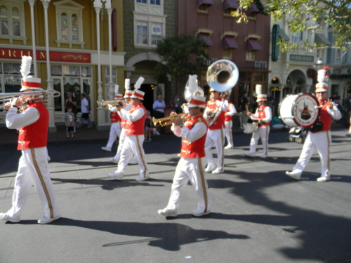 Main Street U.S.A. Marching Band! The Mayor and his wife were also out. I somehow didn't get a picture of them :/