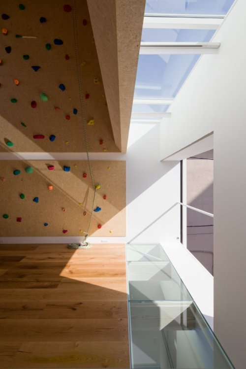 architizer:  Why take the stairs when you can climb the wall? The Outdoors/Indoors house in Shinagawa, Japan has a climbing wall built into the living room.