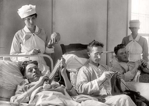 the-seed-of-europe:  American soldiers knitting while they recuperate at Walter Reed military hospital, 1918.