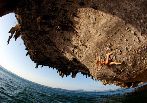 nostrumadventum:  Deep Water Solo climbing. Poda Island, Thailand. Need to go here    oh my god, 4 days.