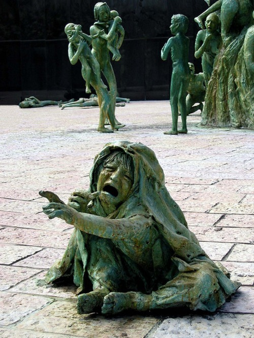 n0bodysdaughter:  consecratio:  Holocaust Memorial  :/!