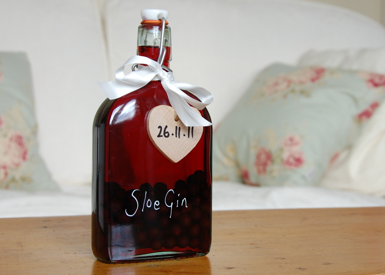 due to an excess of sloe gin after our prolific picking session on the south downs back in october we thought we thought perhaps we ought to share some and give it to people as little birthday pressies.  the wooden heart serves a double function as it is the recipient's birthday and also reminds them what vintage the brew is.