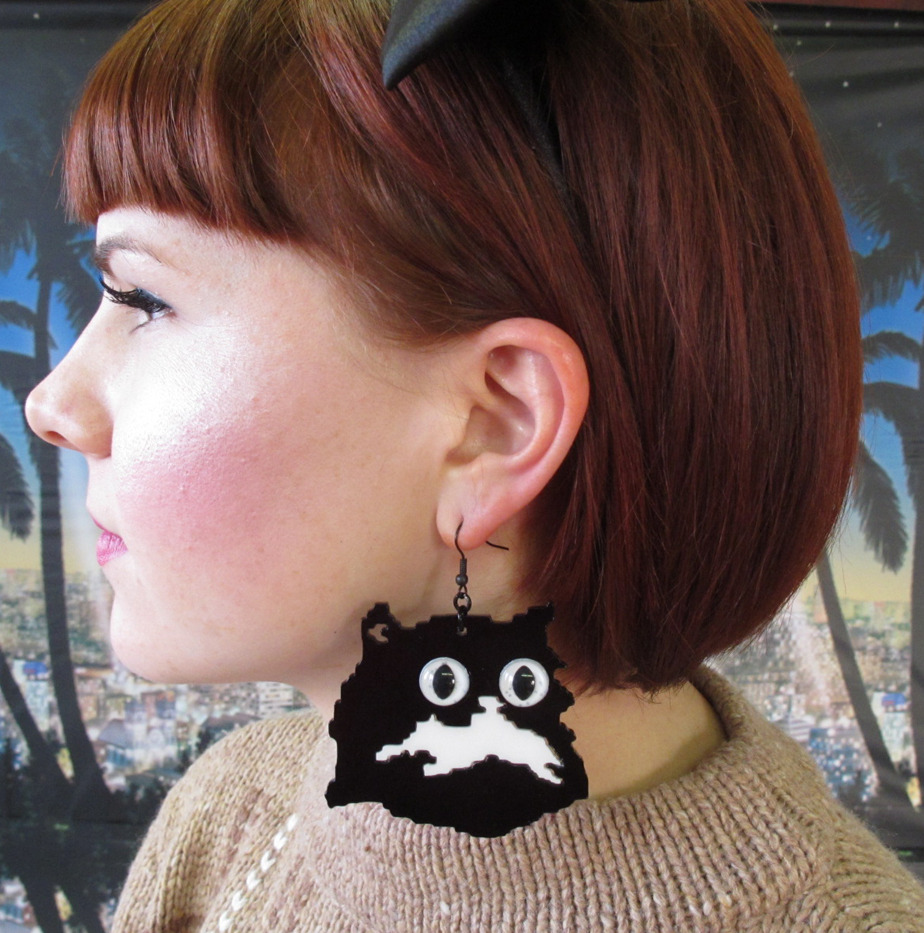 kitty earrings ! http://www.etsy.com/shop/PrettySnake
