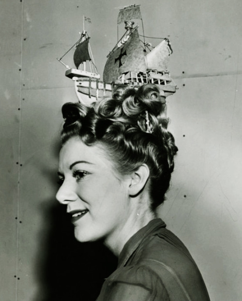 1939  Hairstyle at New York World's Fair. (via vintagegal)