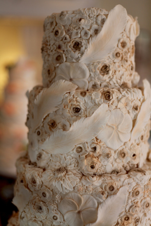 barroninthetrees:  spectacular wedding cake by miche bacher & nanao anton www.malibsweets.com