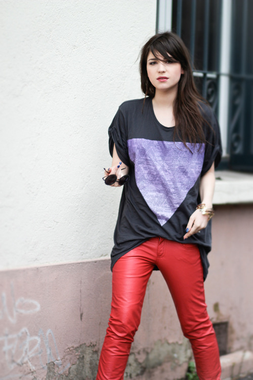 the-streetstyle:  Purple Red via leblogdebetty