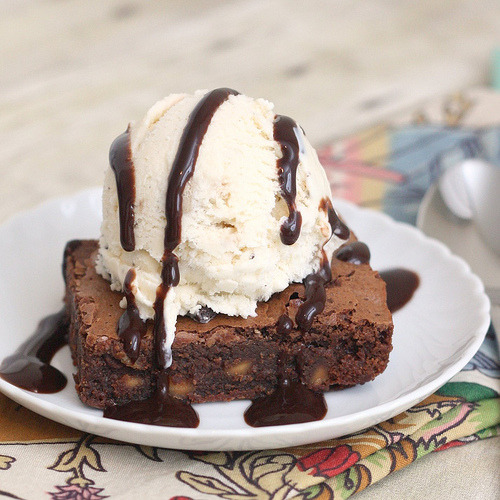 gastrogirl:  chocolate brownie with peanut butter chips and ice cream.