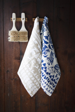 lemonadeandivy:  blue & white bliss ~ rustic mountain cabin style.