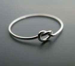 "limsamie:  godmoves:  A ""knot"" ring. The ring symbolizes a knot that is not quite tied yet, but has all intentions of being tied. A promise ring.   I have one!"
