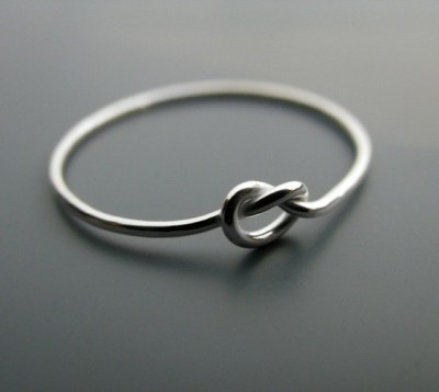 "ponytail-andaprettysmile:  justjayyuh:  ""knot"" ring. The ring symbolizes a knot that is not quite tied yet, but has all intentions of being tied. A promise ring. <3"