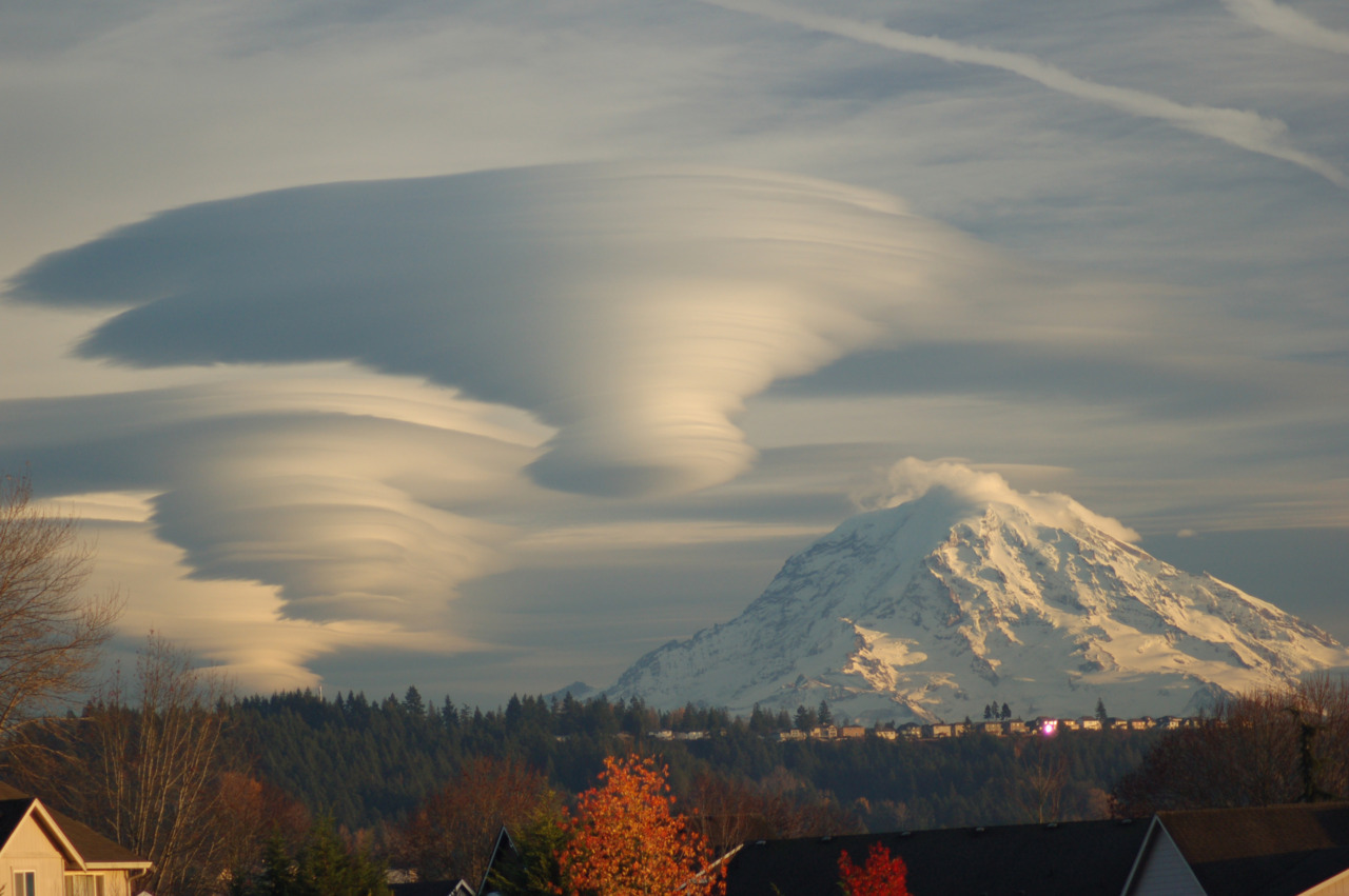 Lenticular Clouds Above Washington Credit & Copyright: Tim Thompson submission from dennisswrdls