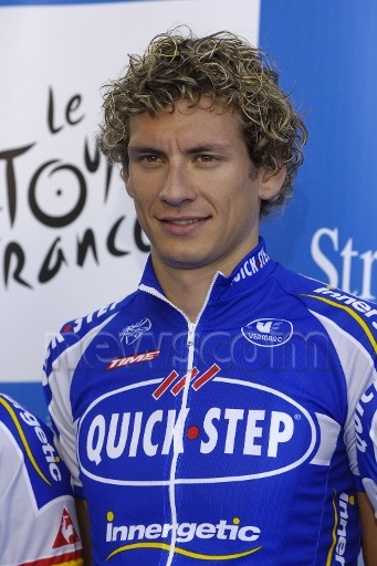 "2007 Tour de France Team Presentation: Keep frosty! Or would ""Stay frosty!"" be more appropriate? According to the acclaimed Urban Dictionary former means ""Calm the frak down!"" whilst the latter means can be more than ""Stay alert!"" as in ""Be cool, man!"" So, obviously, we shall select the latter. (Credit: Franck Faugere via Newscom)"