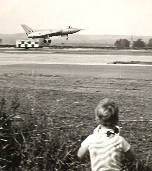 the Avro 707, 1963 (via)
