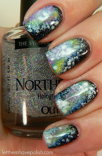 gnome-a-saurusrex:  (via My Awesome inerGeek / northern lights nail polish. AMAZING!!) so cool