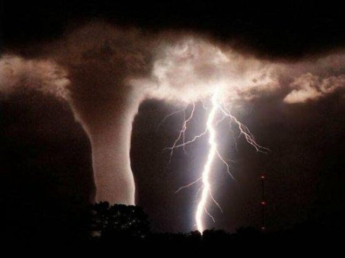 shanehelmscom: Beautiful destruction! ohscience:  Lightning and tornado - from http://scienceavenger.blogspot.com/2009/04/lightning-tornado-photo.html (submission from dennisswrdls)