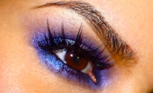Check out the tutorial for this sparkly purple smoky eye!