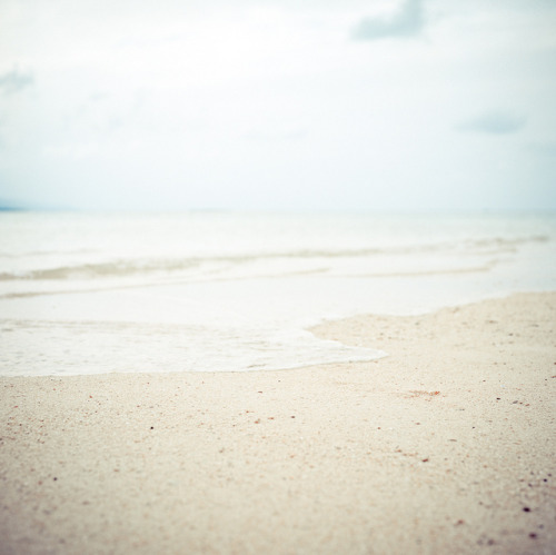 look-to-the-east:  Pastel beach by Shigeto Sugita on Flickr.