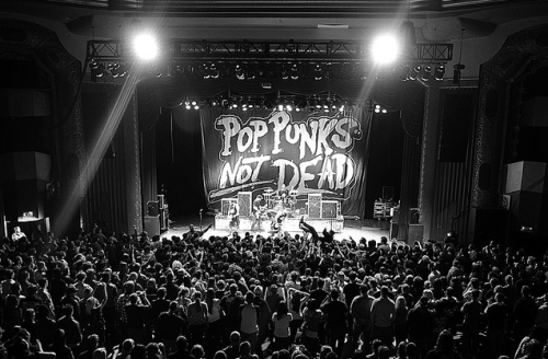 Check out some cool new photos from the #PopPunksNotDeadTour !