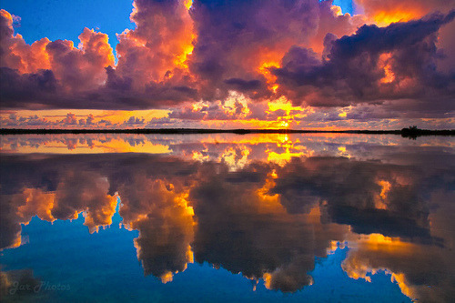 surferdude182:  Cloudy Sunrise on the lake (by Bike Daddy)
