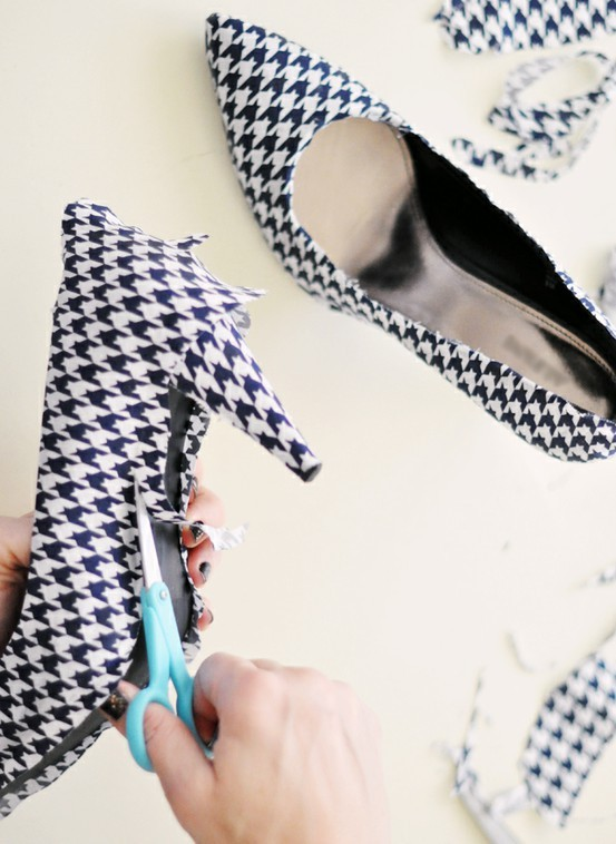 2nd blog post on re-crafting shoes. appleinmyheart:  Shoes Covering Tutorial…now what shoes can I cover???