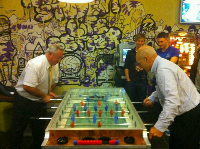 @HuddersfieldUni Chancellor Sir Patrick Stewart takes on @HUDDVC Bob Cryan at Table Footy in th SU