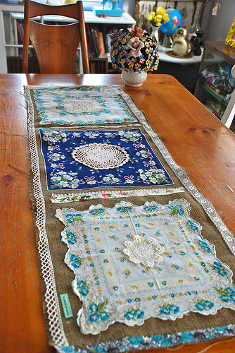 cajunmama:  burlap 'n blue table runner (by blondiebluvintage)