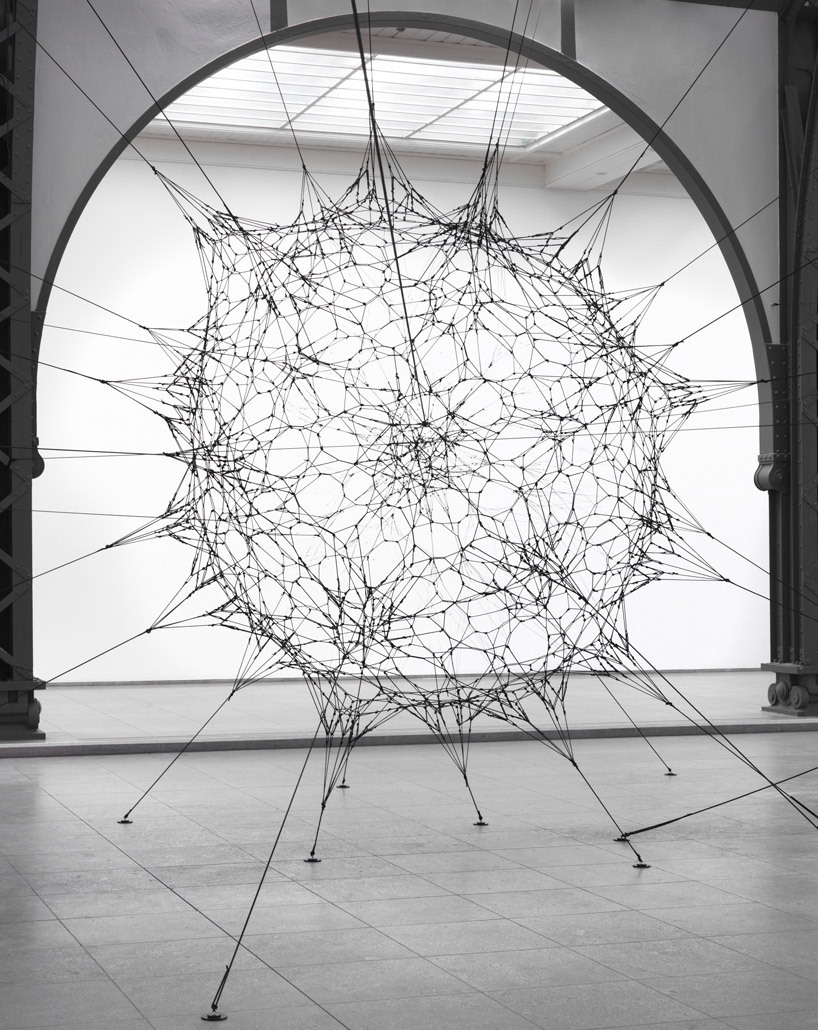 2headedsnake:  emptykingdom.comTomás Saraceno's latest installation 'Cloud Cities'