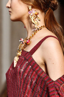 Statement earrings on the Spring runways from Marni, Oscar de la Renta, Missoni, and more in this week's Style Hunter.