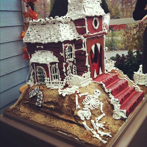 mostlymuseum:  The first gingerbread house has arrived!  (Taken with Instagram at Everett Children's Adventure Gardens @ NYBG)