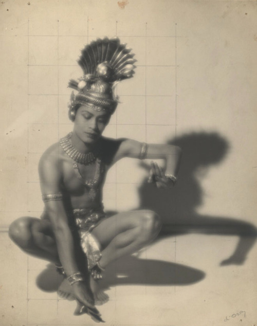 stairsofgold:  Indian dancer Ram Gopal, by Madame D'Ora