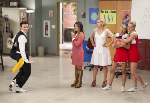 "Glee Episode 307 Stills: ""I Kissed a Girl"" You guys. YOU GUYS. The Brittana. THE BRITTANA."