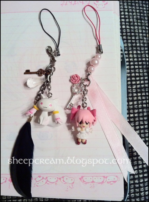sheepcream:  thats what i made of the keychain thingies :3 cute cellphone charms <3  omg the kyubey