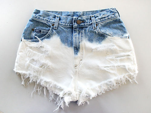 among-the-first:  frais-coco:  dat shorts <3  <3