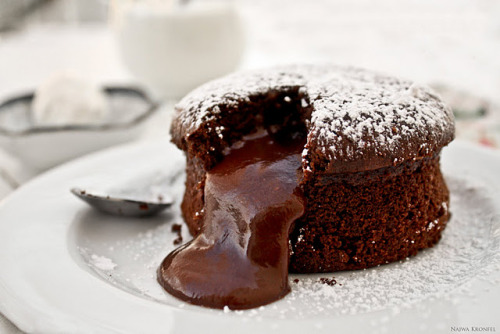 thecakebar:  Delicious Shots: Molten Cake! (recipe)  uh ma gawd