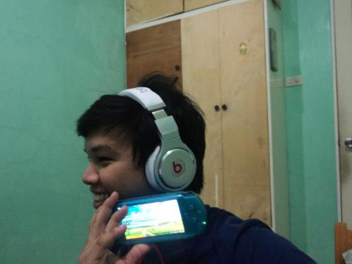 beats by dre. pro ! :D :D :D :D :D :D :D :D :D :D early christmas gift lamaang! :D