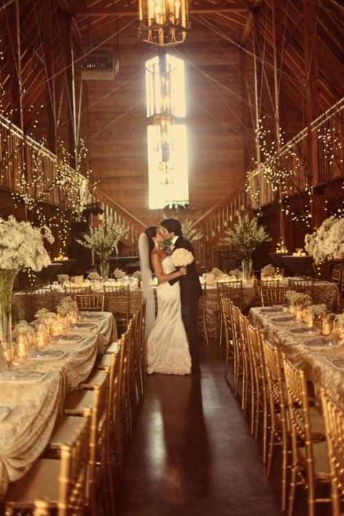 A sweet, rustic barn wedding (via Arkansas Destination Wedding : Image #204382 : Style Me Pretty)