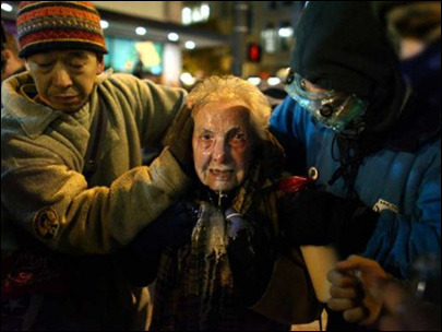 Police hurt Dorli Rainey, 84, with pepper spray. Seattle, Wash. | Nov. 16, 2011